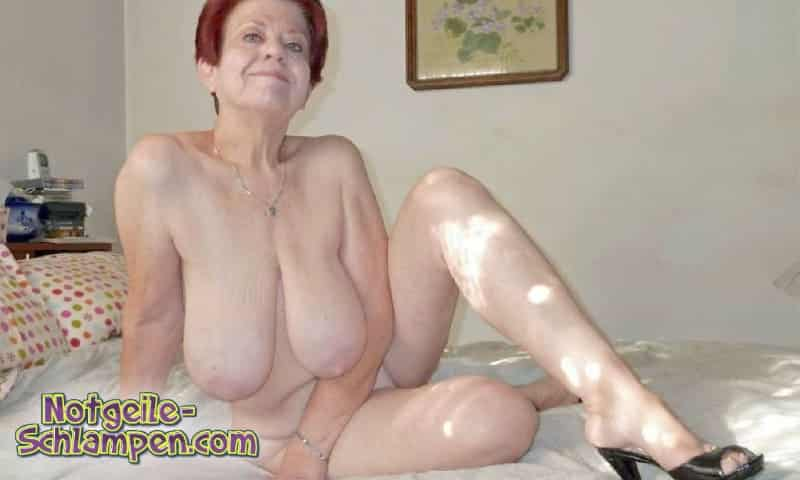 Die Oma hat dicke Hängetitten